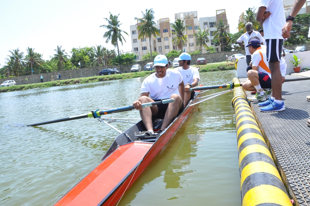 Rowing boat coaching institute