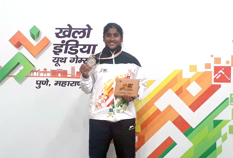 Poornashri won Silver in 59kg Youth Women's Weightlifting