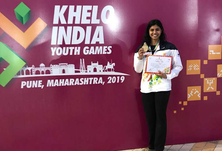 Swimmer Jayaveena set new national record to win gold medal in 50m Breast Stroke